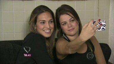 Conheça Caroline Ferreira: ela ficou conhecida por seus selfies! - Estudante posta autoretrato uma vez por dia