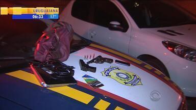 Adolescente é apreendido após roubar carro em Porto Alegre - Vítima estava no veículo com os dois filhos de seis anos.