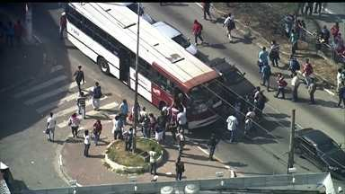 JN: São Paulo tem dia difícil com greve de motoristas de ônibus - Mais de dois milhões de paulistanos foram prejudicados com a paralisação.