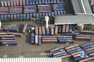 Circulação de ônibus em Osasco é prejudicada no terceiro dia de greve dos motoristas - De acordo com informações da EMTU, nenhuma linhas intermunicipais da Viação Osasco está em circulação. Outra empresa de ônibus de Osasco, a Urubupungá tem 20% dos veículos fora de operação.