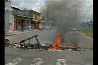 Em protesto, moradores interditam avenida Independência, em Belém - Comunidade pede melhorias no saneamento no bairro da Cabanagem.