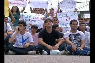 Em Belém, alunos da Uepa fecham avenida João Paulo II em protesto - Estudantes universitários pedem mais segurança dentro e no entorno da universidade.