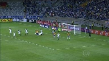 Cruzeiro vence Sport por 2 a 0 e vai à liderança do Brasileirão - Internacional empata com Coritiba, e Corinthians fica no 1 a 1 com Atlético-PR.