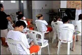 Detentas têm a oportunidade de aprender uma profissão dentro de um presídio do Ceará - Unidade prisional fica localizada na cidade de Aquiraz.
