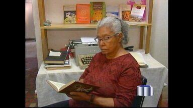 Enterrado o corpo da escritora Ruth Guimarães em Cachoeira Paulista, SP - Ela morreu nesta quarta-feira (21) vítima de uma parada cardíaca. Autora teve cerca de 40 livros publicados; ela será enterrada quinta (22).