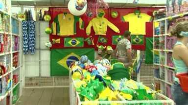 Copa do Mundo também movimenta comércio em Cidade do Leste - Nas ruas de Cidade do Leste já tem bastante turista garantindo os adereços verde e amarelo.