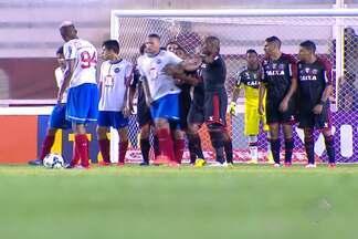 Bahia arranca o empate nos últimos minutos no Rio de Janeiro - Empate com gosto de vitória foi muito comemorado pelos tricolores.