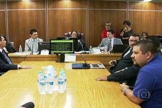 Empresas e motoristas de ônibus não entram em acordo - A audiência de concilição no Tribunal Regional do Trabalho terminou sem acordo. Justiça vai decidir se os trabalhadores em greve serão penalizados ou não.
