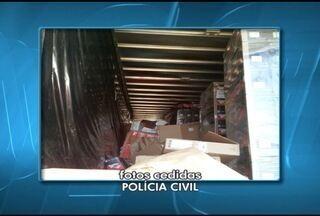 Polícia recupera parte de carga de eletrônicos em Salinas, no Norte de Minas - Carga foi roubada em Itaobim (MG), nesta segunda-feira (19). Material apreendido estava em galpão na BR-251.