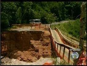 Um morre soterrado e outro fica ferido em obra na RJ-230, em Bom Jesus - Vítimas estavam trabalhando na reconstrução de uma ponte.Houve deslizamento de terra de um morro, segundo moradores.