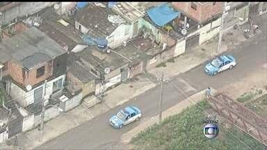 Base da UPP da Cidade de Deus é atacada, no RJ - De acordo com a PM, dois homens em uma moto abriram fogo contra o prédio. Um policial foi atingido. Ele foi levado para a UPA da região. Uma grande operação está prevista, para a manhã desta segunda-feira (26), na região.