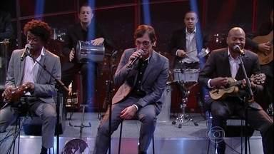 Musical de abertura: Paulo Miklos - Junto com o grupo Os Pretos, roqueiro apresenta sucesso de Noel Rosa