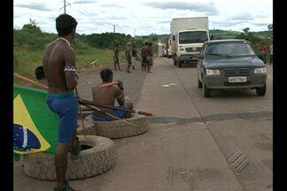 Índios encerram protesto que já durava seis dias, na rodovia Transamazônica - Grupo bloqueava os acessos aos canteiros de obra da usina Belo Monte.