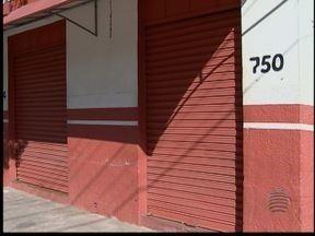 Em Santo Anastácio, polícia procura por assassino de comerciante - Acusado disparou cinco vezes contra a vítima.