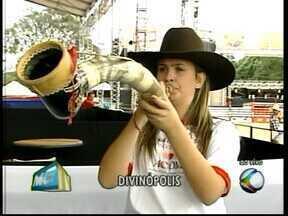 Novos talentos da música sertaneja se apresentam na Divinaexpô - Tocadora de berrante e dupla formada há oito meses são algumas das atrações.