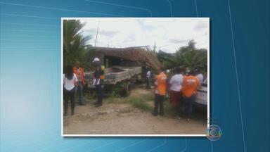 Caminhão invade casa no bairro do Timbi, em Camaragibe - Na Rua das Pernambucanas, no bairro das Graças, caminhão afunda num buraco.
