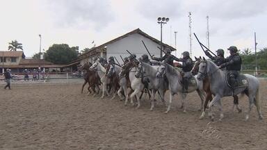 Militares da Cavalaria de Manaus passam por treinamento para a Copa - Equipes enfrentando treinamento pesado para garantir a ordem durante os dias de jogos.
