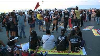 Professores da rede municipal de ensino realizam protesto em São Luís - Em protesto por reajuste salarial e melhorias, professores interditaram a Ponte do São Francisco.