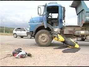 Dois acidentes envolvendo moto e carro são registrados na BR- 458 - Nos dois casos, motociclistas não possuem habilitação. Acidentes aconteceram no mesmo horário em pontos diferentes.