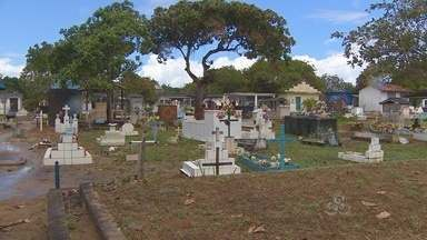 Cemitério de Santana está superlotado - O cemitério do município de Santana está superlotado. E falta terreno para novos sepultamentos. O assunto foi tema de uma discussão hoje na Câmara de Vereadores do município, com a participação de familiares das vítimas do barco Novo Amapá.