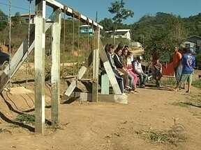 Morador de comunidade de Biguaçu faz parque para crianças por conta própria - Morador de comunidade de Biguaçu faz parque para crianças por conta própria