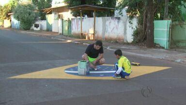 Copa do Mundo: Verde e amarelo decoram ruas e empresas em Foz do Iguaçu - A decoração é para motivar os torcedores, já que a disputa começa em poucos dias.
