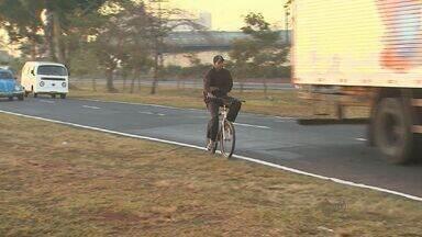 Morador reclama de falta de sinalização em Ribeirão Preto - Ele conta dos perigos que enfrenta no caminho para o trabalho em uma das avenidas mais movimentadas da cidade.