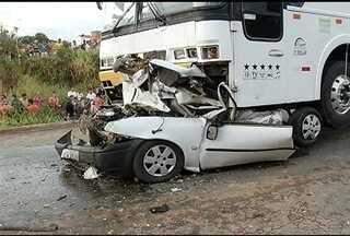 Casal e um bebê morrem em acidente no anel rodoviário Sul, em Montes Claros - Carro que estavam foi prensado por um ônibus.