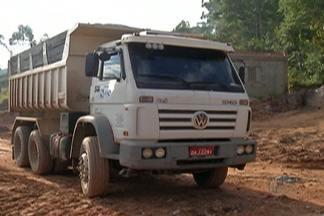 Operação da Secretaria de Segurança de Ferraz termina com nove caminhões presos - Veículos faziam descarte irregular de lixo em áreas de preservação ambiental.