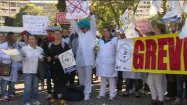 Greve dos funcionários de hospitais chega em segundo dia - Trabalhadores pedem melhores salários