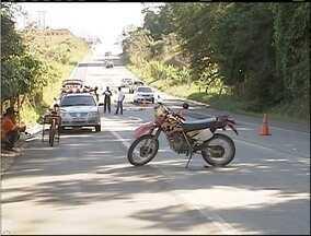 Acidente deixa uma pessoa morta e outra ferida na BR- 458 - Vítimas estavam de moto e podem ter sido atropeladas por um caminhão. Homem de 53 anos, que estava na motocicleta teve fraturas na clavícula.