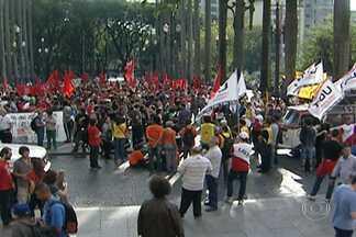Sem-Teto fazem protesto em apoio à greve do Metrô no Centro de SP - Manifestantes do Movimento dos Trabalhadores Sem-Teto (MTST) realizavam um protesto no Centro de São Paulo na manhã desta segunda-feira (9). O ato é em apoio à greve dos metroviários.