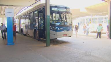Primeiro dia útil do BRT é aprovado por usuários - Reportagem acompanhou percurso da linha Camaragibe-Derby, do Corredor Leste-Oeste.