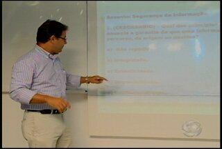 Segurança da informação é um dos assuntos cobrados nas provas de concursos - Professor resolve questão sobre o tema.