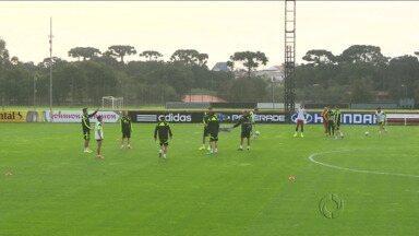 Seleção da Espanha faz o primeiro treinamento em Curitiba - Equipe chegou ontem à cidade