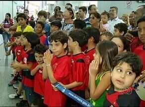 Zico faz visita ao Tocantins para projeto, mas atraso decepciona crianças em Palmas - Zico faz visita ao Tocantins para projeto, mas atraso decepciona crianças em Palmas