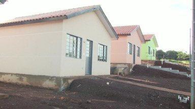 Dezenas de famílias em Foz realizam o sonho da casa própria - São pessoas que viviam em áreas de risco.