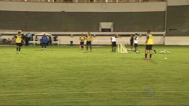 Jogadores da Grécia realizam treino com bola no Batistão - Gregos estão na capital sergipana nos últimos preparativos para o Mundial deste ano