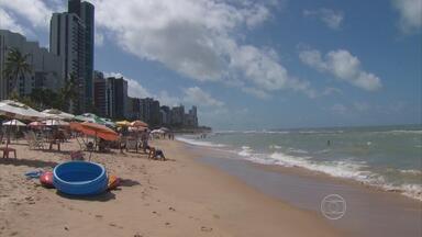 Rede hoteleira se adapta para receber torcedores da Copa no Recife - Mexicanos que vão ficar hospedados em navio chegam ao Recife nesta terça. Embarcação vai ser usada por eles para circular pelo Nordeste.