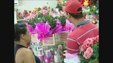 Em, Ji-Paraná, crescimento na venda de flores e chocolates no dia dos namorados é pequeno - O dado foi divulgado pela Câmara de Dirigentes Lojistas do município.