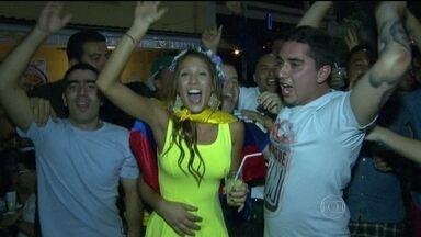 Turistas esbanjam animação no Rio - As noites do Rio de Janeiro estão cada vez mais animadas com a mistura de nacionalidades causada pela proximidade com a Copa do Mundo. Os torcedores fazem festa e não deixam a paquera de lado.