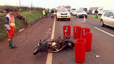 Motociclista morre em acidente na PR-317 - A moto em que ele estava foi atingida por uma caminhonete.