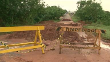 Interdição de pontes deixa o caminho mais longo para moradores em Umuarama - Uma ponte que fica próxima da PR-323 continua interditada.