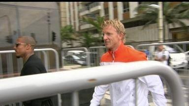 Seleção da Holanda tira manhã (10) de descanso - Com chuva, a manhã (10) da delegação holandesa foi de descanso. Apenas quatro jogadores deram um passeio pela orla. Nesta quarta-feira (11), a seleção viaja para Salvador.