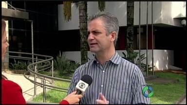 Vereadores de Maringá votam abertura de comissão processante contra o prefeito - Comissão iria apurar se o prefeito cometeu irregularidade ao não atender a CPI do transporte coletivo