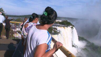 Paraná TV acompanha primeira visita de moradores de Foz as Cataratas do Iguaçu - A família mora há anos na fronteira e ainda não conhecia as Cataratas do Iguaçu.