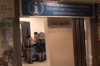 Aeroporto de Salvador apresenta problemas na véspera da Copa - Turistas sofrem com dificuldades de conseguir informação. Faltam monitores para atendê-los e sinalização no terminal.