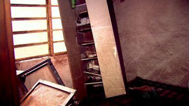 Moradores de Ivatuba voltaram às casas que foram alagadas - Eles foram ver o que dava para salvar depois da enchente