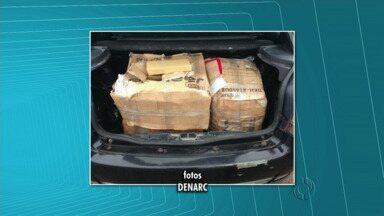 Policiais do Denarc apreenderam 110 quilos de maconha perto de Floresta - A droga estava em dois carros, 3 homens foram presos
