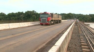 Liberada a ponte sobre o Rio Ivaí entre Dr Camargo e Jussara - Antes de ser liberada a ponte passou por uma vistoria